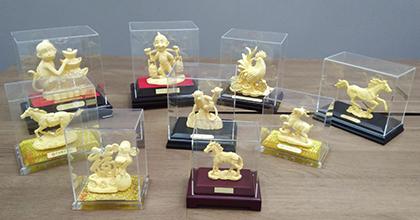 森达时荣获香港多个银行颁发的荣誉奖牌